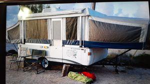 2005 Fleetwood pop up camper for Sale in Carol City, FL