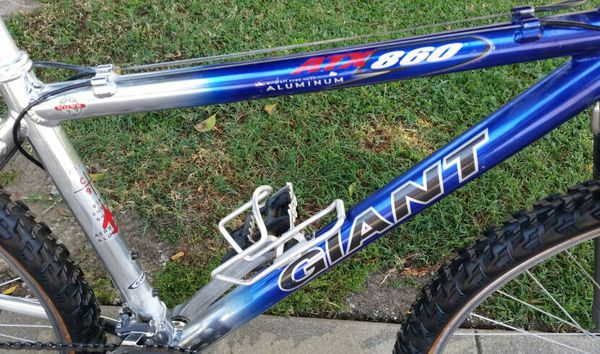 6d6f60e3967 Giant ATX 860 lightweight aluminum bike bicycle for Sale in Los ...