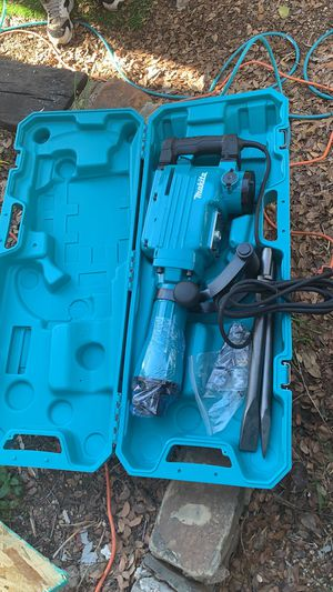 Jack hammer 🔨 electric ⚡️ 40 pounds MAKITA for 10 inches of concrete or less sidewalks and driveways !!! Include 2 bits flat and point chisel for Sale in Dallas, TX