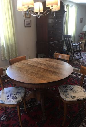 Oak claw foot dinning table with 4 cafe style chairs for Sale in Concord, MA