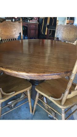 Vintage Oak Pedestal Dining Table And Chairs for Sale in Rolling Hills Estates,  CA