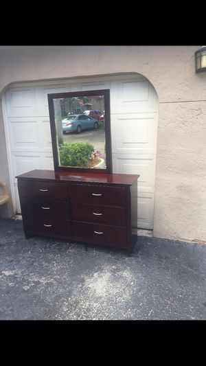 Dresser for Sale in Tamarac, FL