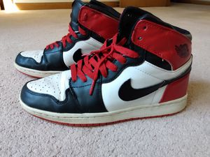 Used Nike Air Jordan 1 black toe retro mid black red size 9.5 for Sale in Loma Linda, MO