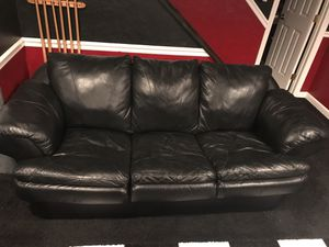 BLACK LEATHER SOFA-PERFECT FOR BASEMENT OR STARTING OUT $150 for Sale in Pittsburgh, PA