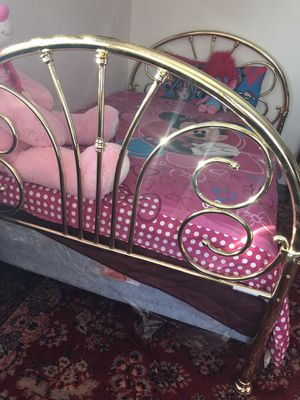 Full size bed set with frame for Sale in Everett, WA