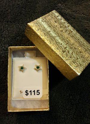 14k Women/girl flowers earrings/ Aretes de florecitas para mujer o niña de oro 14k for Sale in Manassas Park, VA