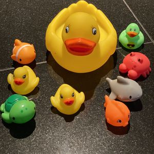 One Big Rubber duck and 2 Small Plus Other Water Rubber Animals for Sale in Pico Rivera, CA