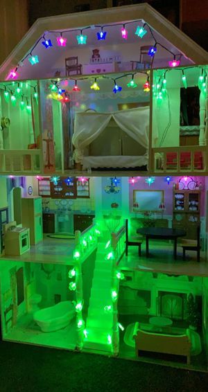 Beautiful doll house for sale is in great condition it comes with lights for Sale in Fontana, CA