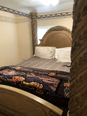 King size canopy bed for Sale in Washington, DC