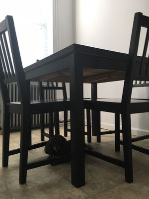 Kitchen table! 4 seater Expands to 6! for Sale in New York, NY