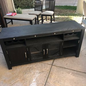 $400 For everything ($200 For Just the TV Stand) for Sale in Westlake Village, CA