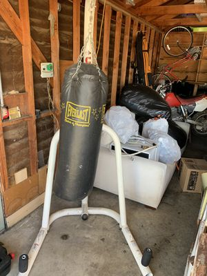 Everlast punching bag with speed bag for Sale in Temecula, CA