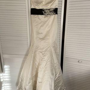 Winne Couture Wedding Dress for Sale in Tucker, GA