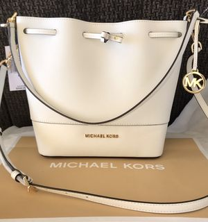 NEW AUTHENTIC Michael Kors Trista Medium Leather Bucket Messenger Bag for Sale in Upland, CA