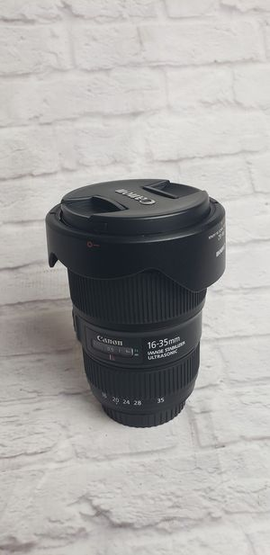 Canon EF 16-35mm f/4L IS USM with lens case and lens hood for Sale in Katy, TX