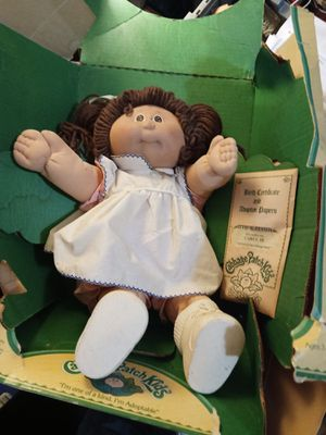 1985 cabbage patch doll with birth certificate and adoption papers for Sale in Memphis, TN