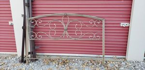 King Size Bed w/ Metal Headboard and frame for Sale in Lorain, OH