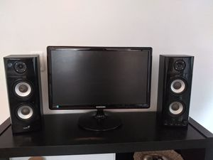 Computer monitor and speakers for Sale in Des Plaines, IL