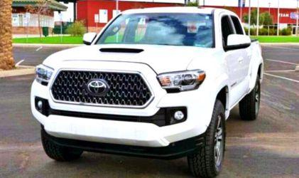 Clean 2O17 Toyota Tacoma for Sale in Bullhead City,  AZ