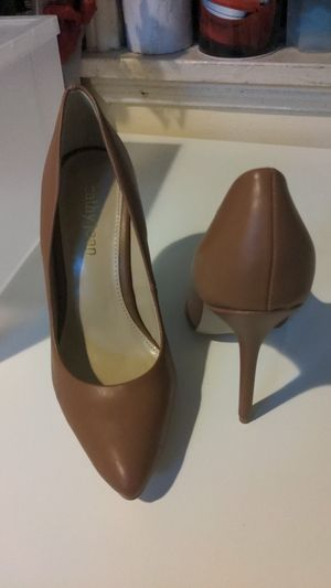 New carmel cathy jeans high heels size 7.5 for Sale in Los Angeles, CA