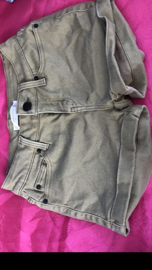Women's Clothing... Shorts Size 9. Color is Khaki. Only Have 1 Available for Sale in South Gate, CA