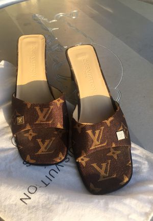 Louis Vuitton / Paris 7 1/2 for Sale in Coral Gables, FL