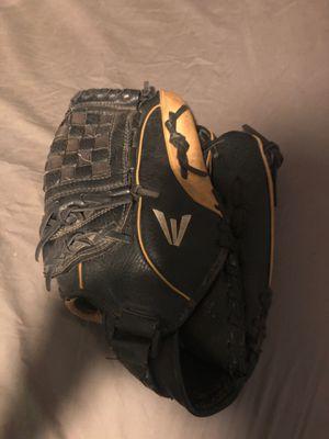 Easton baseball glove for Sale in Phoenix, AZ