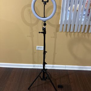Ring Light (great For Pictures) for Sale in Downers Grove, IL