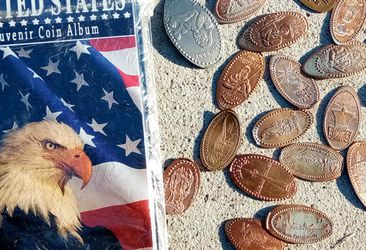 SQUISHED PENNY SOUVENIR COINS ALBUM for Sale in Mesquite,  TX