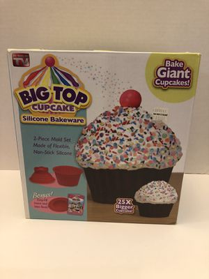 Giant Cupcake Silicone Bakeware *Like new* for Sale in Los Angeles, CA