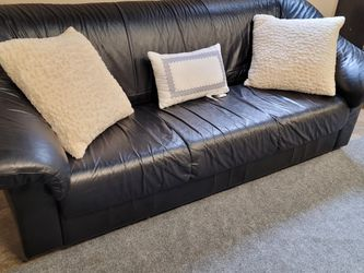 Beautiful Black Leather Couch for Sale in Issaquah,  WA