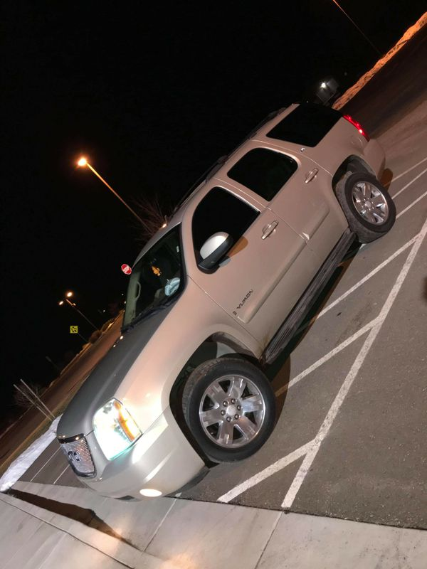 2007 GMC Yukon SLT 4x4. Runs great nothing wrong with the vehicle. Seats warmers DVD player. AC and heater works great. Asking 7500 obo