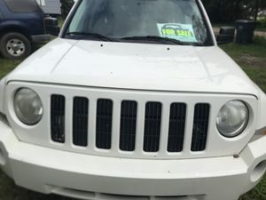 jeep patriot 2009 white in good condition clean title for Sale in Gibsonton, FL