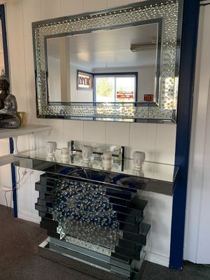 Consol table and mirror for Sale in Snoqualmie, WA