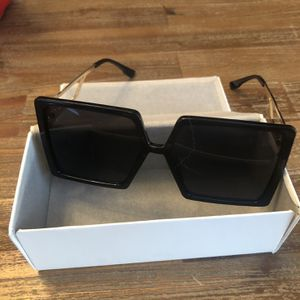 Oversized sunglasses for Sale in Sunnyvale, CA