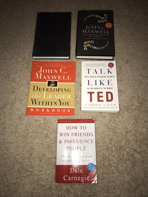 LEADERSHIP BOOK BUNDLE W/ FREE PENLIGHT JUST IN TIME FOR HOLIDAY SEASON! for Sale in Tampa, FL