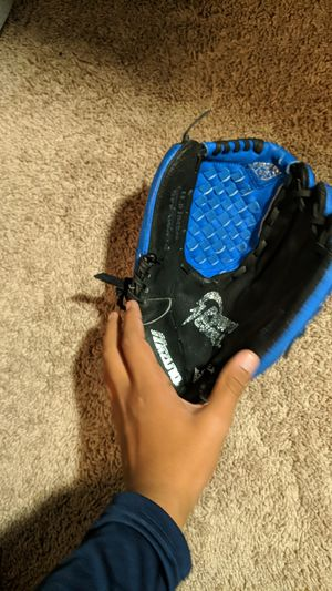 Baseball glove for Sale in Nolensville, TN