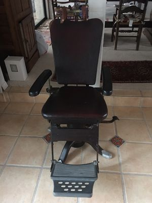 Antique barber chair for Sale in Port Richey, FL
