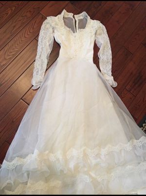 Beautiful wedding dress size 3 for Sale in Smyrna, TN