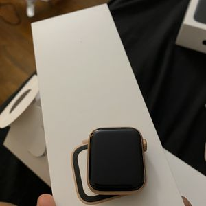 Apple Watch Series 4 40mm GPS + Cellular for Sale in New Haven, CT