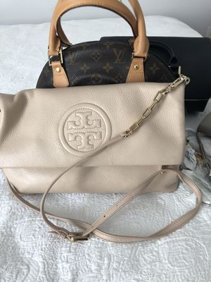 Pre-Loved Pink Blush Tory Burch Crossbody w/Learner & Gold Chain Link Adjustable Shoulder Strap & Magnetic Closure. The Blue Marks Reflected On Back for Sale in Manassas, VA