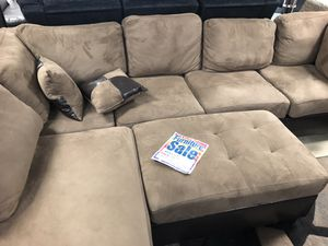 Beautiful designer Sectional with free Ottoman. for Sale in Tampa, FL