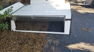 White 6.5 ft camper shell for Sale in Dania Beach, FL