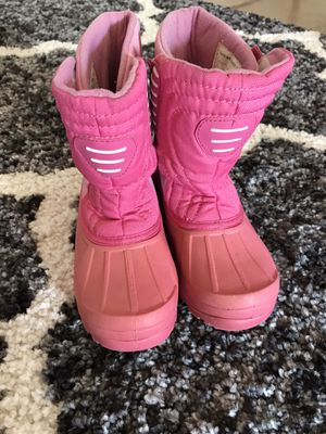 Snow boots kids size 1 for Sale in Fresno, CA