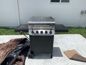 Charbroil 5 burner gas BBQ Grill with cover. for Sale in Homestead, FL