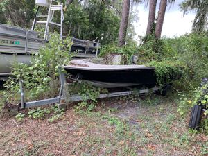 18' boat and trailer for Sale in Ruskin, FL