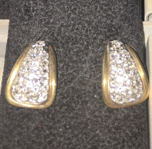 See Photos. Genuine pair of Diamond earrings in Yellow gold. Push back. Total weight .40 Color H Clarity VS2-SI1 Gold- 14 kt for Sale in New York, NY