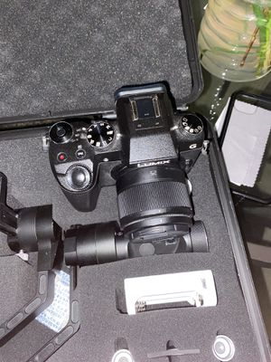 LUMIX G7 25mm 1.8 lens w/ ZHIYUN CRANE 3-AXIS STABILIZER for Sale in Silver Spring, MD