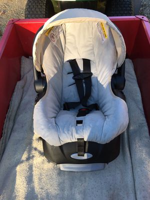Evenflo baby car seat with base for Sale in Corinna, ME