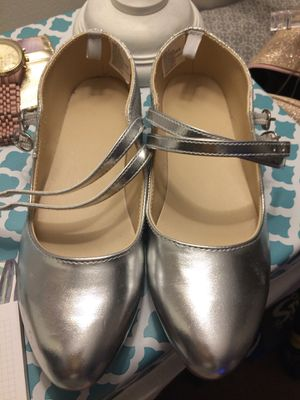 Silver shoes size 5 for Sale in Downers Grove, IL